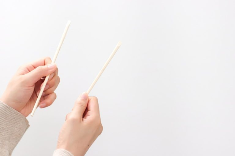 カラオケの音痴克服 割り箸活用術!初心者でも簡単な上達のコツ!