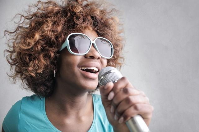 歌が上手くなるためには筋トレが効果的